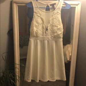 Short white dress BEAUTIFUL